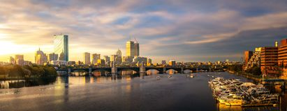 Brücken- und Yachtbootsclub in Boston-Stadt stockbild