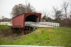 Brücken von Madison County-überdachter Brücke stockbild
