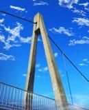 Brückenbinder auf Hintergrund des blauen Himmels lizenzfreie stockfotos