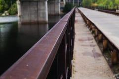 Brückengeländerfluß Stockfoto