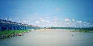 Brückenhimmel-Flussnatur schön Stockbild