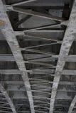 Brückenhintergrund von unterhalb Stockfotografie