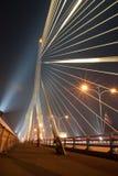 Brückenleuchten nachts bei acht. Lizenzfreie Stockfotos
