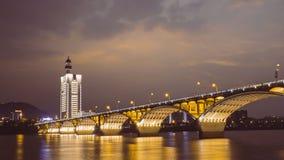 Brückennachtszene in China stockfotografie