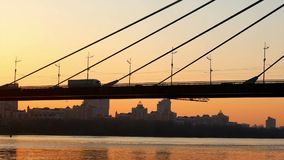 Brückensonnenuntergang-Ansichtfluß stock footage