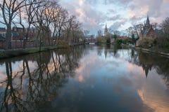 Brügge-Kanal im Spätherbst bei Sonnenuntergang lizenzfreies stockfoto