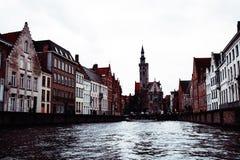Brügge-Kanal- und -stadtansicht, Belgien lizenzfreies stockbild