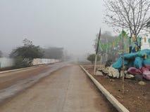 Brüllen zum ländlichen Dorf lizenzfreie stockfotografie