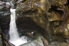 Brüniert Flusswasserfall Lizenzfreie Stockfotos