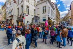 BRÜSSEL, BELGIEN - 11. AUGUST 2015: Menge von stockfotografie
