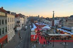 BRÜSSEL, BELGIEN - 5. Dezember 2016 - Weihnachtsmarkt im Heilig-Catherine-Quadrat Lizenzfreie Stockfotografie