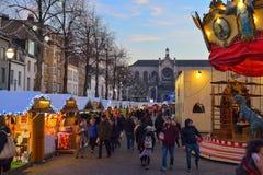 BRÜSSEL, BELGIEN - 5. Dezember 2016 - Weihnachtsmarkt im Heilig-Catherine-Quadrat Stockfotos