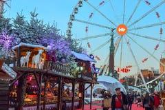BRÜSSEL, BELGIEN - 5. Dezember 2016 - Weihnachtsmarkt im Heilig-Catherine-Quadrat Lizenzfreie Stockfotos