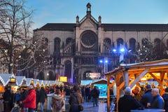 BRÜSSEL, BELGIEN - 5. Dezember 2016 - Weihnachtsmarkt im Heilig-Catherine-Quadrat Lizenzfreies Stockfoto