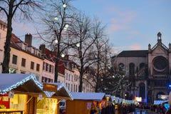 BRÜSSEL, BELGIEN - 5. Dezember 2016 - Weihnachtsmarkt im Heilig-Catherine-Quadrat Stockbild