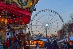 BRÜSSEL, BELGIEN - 5. Dezember 2016 - Weihnachtsmarkt im Heilig-Catherine-Quadrat Lizenzfreie Stockbilder