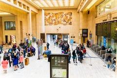Br?ssel, Belgien, im Mai 2019 Br?ssel zentral, Leute, die vom Bahnhof ankommen und abreisen lizenzfreie stockfotos