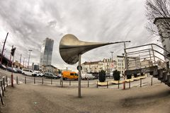 BRÜSSEL, BELGIEN - 30. MÄRZ 2018: Riesiges Megaphon ` Pasionaria-` geschaffen von Emilio Lopez-Menchero und allen Migranten einge Lizenzfreie Stockbilder