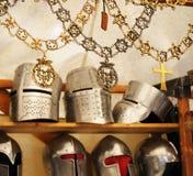 Handwerker-Repliken der Attribute des mittelalterlichen Ritters Stockbilder