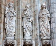 Brüssel - Detail vom Seitenportal gotischer Kirche Notre Dames du Sablon Stockbild