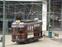 Brüssel - 11. Juni: Alte Erbstraßenbahnstraßenbahn vor Tram-Museum in Brüssel Foto am 11. Juni 2017 gemacht, Brüssel Stockfotografie