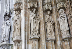 Brüssel - Portal von Notre Dame du Sablon stockbilder
