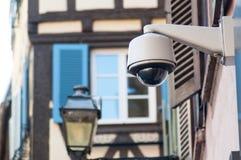 brąz kamery bezpieczeństwe ochrona na miastowym tle obrazy royalty free