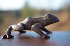 Brązowa żaby rzeźba Zdjęcia Stock