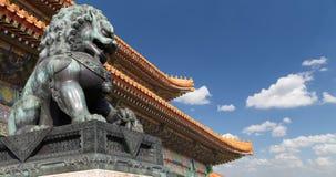 Brązowa opiekunu lwa statua w Niedozwolonym mieście, Pekin, Chiny Zdjęcie Royalty Free