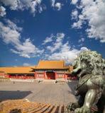 Brązowa opiekunu lwa statua w Niedozwolonym mieście, Pekin, Chiny Obraz Stock