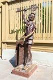 Brązowa rzeźba Buratino Pinocchio, bajka charakter o obrazy stock