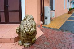 Brązowa rzeźba kot, statua gruby kot robić brąz obraz royalty free