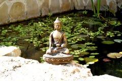 Brązowa statua macanie ziemia Buddha fotografia royalty free