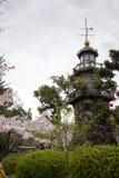 Brązowa statua Yajiro Shinagawa i czereśniowi drzewa przy Kudan skłonu parkiem blisko Chidorigafuchi przejścia, Chiyoda, Tokio, J obraz royalty free