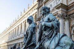 Brązowe statuy przy logetta bazą St oceny dzwonnica, Wenecja Zdjęcie Stock