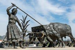 Brązowe statuy w Ponte de Lima zdjęcie stock