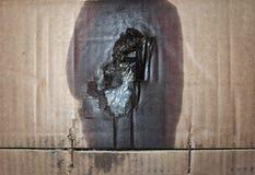 brązowić panwiowego kartonowego tekstury tło z motorową nafcianą plamą Zdjęcia Stock