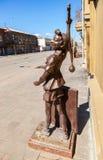 Brązowi pomnikowi baśniowi charaktery - Buratino Fotografia Stock