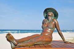 Brązowiejąca Piękna Sunbaking Plaża obrazy royalty free