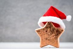 Brązowy gwiazdowy und Santa kapelusz Boże Narodzenie wzór Tło na Obrazy Royalty Free