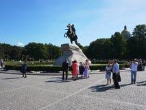 Brązowy jeźdza zabytek W Świątobliwym Petersburg Denny kapitał Rosja Szczegóły w górę i obraz royalty free
