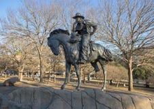 Brązowy kowboj na horseback w Pionierskim placu, Dallas, Teksas obraz stock