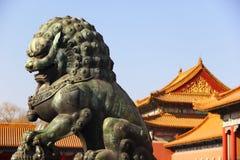 Brązowy lew w Niedozwolonym mieście Obrazy Royalty Free
