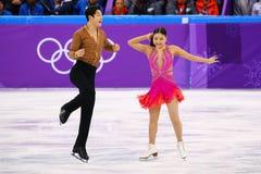 Brązowych medalistów Maia Shibutani andI Alex Shibutani Stany Zjednoczone wykonuje w Drużynowym wydarzenie lodu tana skrótu tanu Obrazy Royalty Free