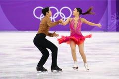 Brązowych medalistów Maia Shibutani andI Alex Shibutani Stany Zjednoczone wykonuje w Drużynowym wydarzenie lodu tana skrótu tanu Zdjęcia Stock