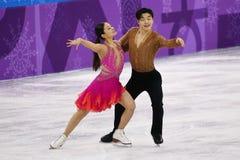 Brązowych medalistów Maia Shibutani andI Alex Shibutani Stany Zjednoczone wykonuje w Drużynowym wydarzenie lodu tana skrótu tanu Zdjęcia Royalty Free