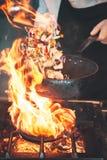Brûlure du feu, faisant cuire sur la casserole de fer Image libre de droits