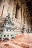 Brązowa Buddha statua przy Haw Phra Kaew Fotografia Royalty Free