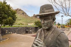 Brązowa statua fletowy gracz w tradycyjnym Canarian odziewa Obrazy Royalty Free