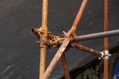 Braçadeira de tubulação do andaime e peças, uma parte importante de força da construção ao andaime Imagem de Stock Royalty Free